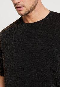 boohoo MAN - SHORT SLEEVE SPARKLE TEE - T-shirt con stampa - black - 5