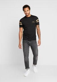 boohoo MAN - MAN WITH STRIPES - T-shirt med print - black - 1