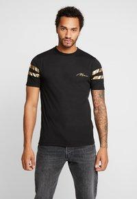 boohoo MAN - MAN WITH STRIPES - T-shirt med print - black - 0