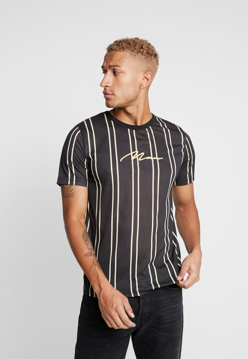 boohoo MAN - STRIPE - T-shirt med print - black