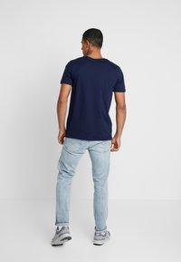 boohoo MAN - MAN SIGNATURE EMBROIDERED  - Print T-shirt - navy - 2