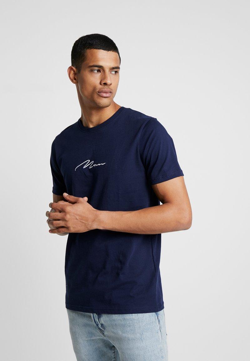 boohoo MAN - MAN SIGNATURE EMBROIDERED  - Print T-shirt - navy