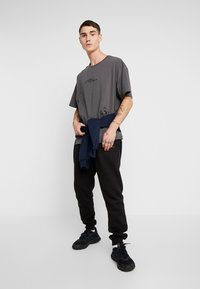 boohoo MAN - SIGNATURE EMBROIDERED OVERSIZED - Print T-shirt - grey - 1