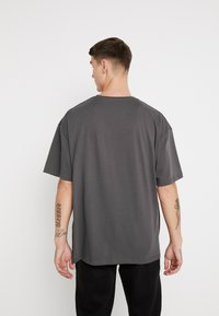 boohoo MAN - SIGNATURE EMBROIDERED OVERSIZED - Print T-shirt - grey - 2