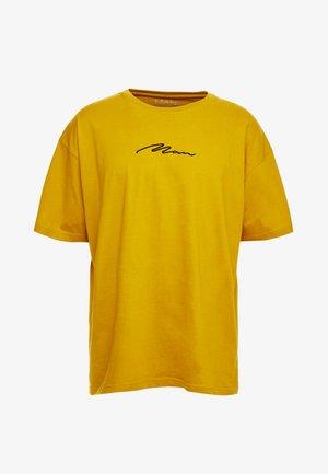 SIGNATURE EMBROIDERED OVERSIZED - Camiseta estampada - mustard
