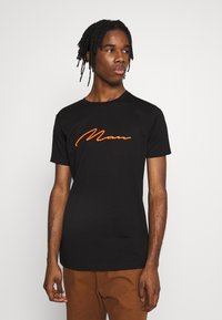boohoo MAN - SIGNATURE EMBROIDERED - Triko s potiskem - black - 0