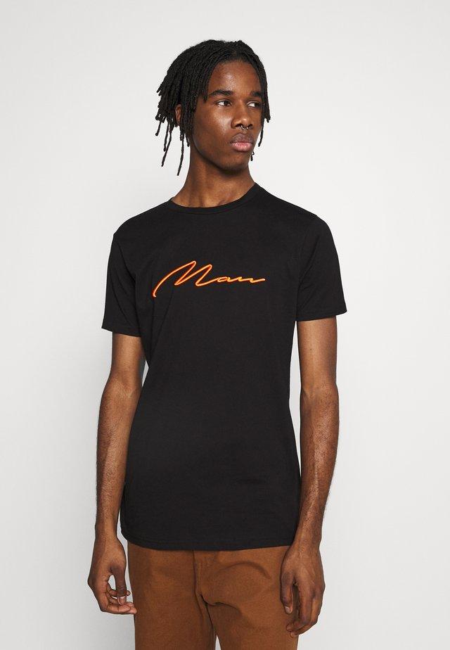 SIGNATURE EMBROIDERED - T-shirt z nadrukiem - black