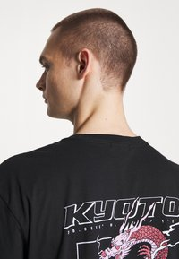 boohoo MAN - OVERSIZED KYOTO BACK PRINT  - Print T-shirt - black - 3