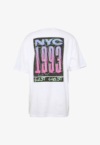 boohoo MAN - OVERSIZED NYC EAST COAST BACK PRINT - Triko s potiskem - white - 3