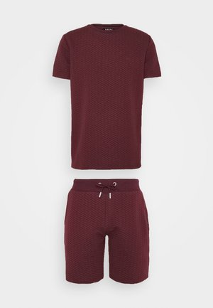 SIGNATURE QUILTED SET - Shorts - burgundy