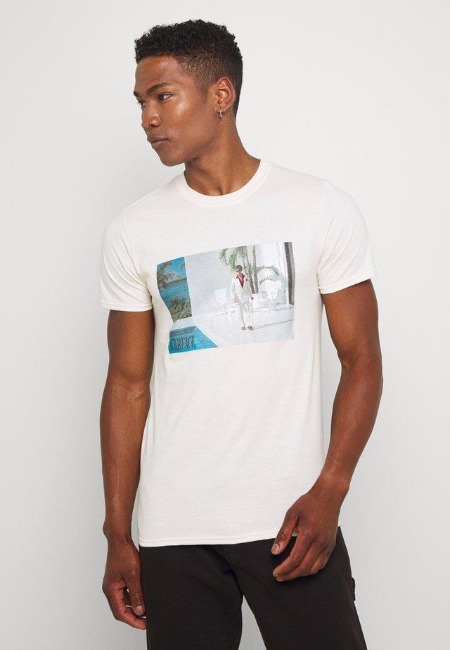 SCARFACE - T-shirt z nadrukiem - stone