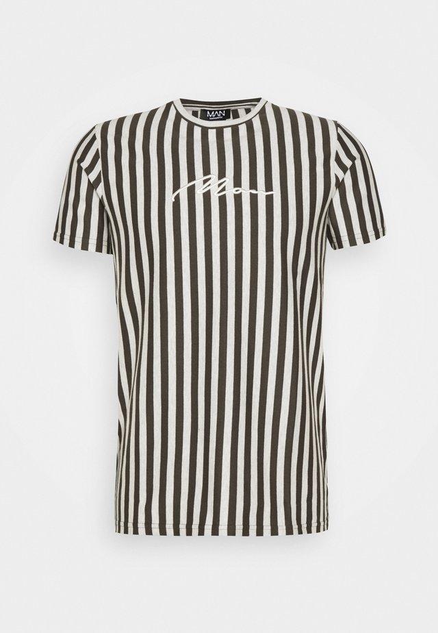 SIGNATURE STRIPE  - T-shirt med print - khaki