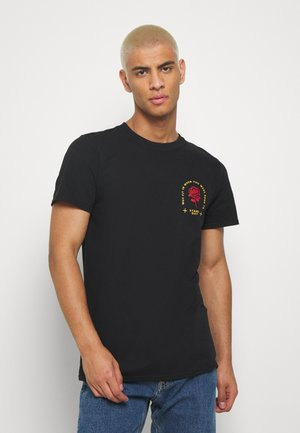 STAND OUT CHEST - Print T-shirt - black
