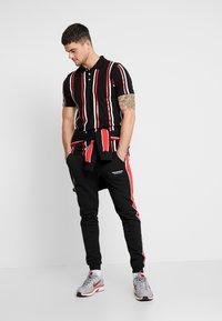boohoo MAN - PRINTED STRIPE BUTTON - Polo shirt - black - 1
