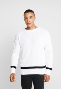boohoo MAN - WAFFLE JUMPER WITH STRIPE DETAIL - Sweter - white - 0