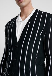 boohoo MAN - VERTICAL STRIPE - Cardigan - black - 5