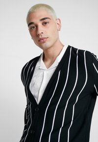boohoo MAN - VERTICAL STRIPE - Cardigan - black - 3