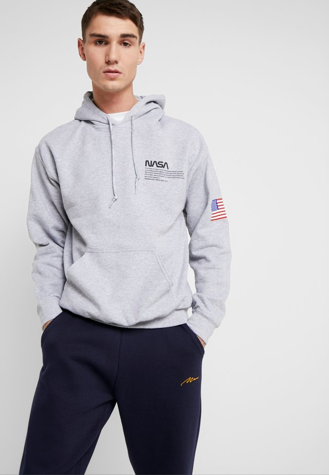 NASA CHEST AND SLEEVE HOODIE - Felpa con cappuccio - grey