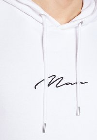 boohoo MAN - SIGNATURE EMBROIDERED OVERSIZED HOODIE - Hoodie - white - 4
