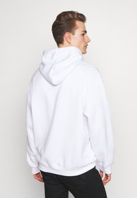 boohoo MAN - SIGNATURE EMBROIDERED OVERSIZED HOODIE - Hoodie - white - 2