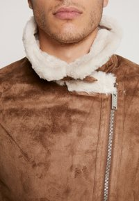 boohoo MAN - LINED AVIATOR JACKET - Faux leather jacket - tan - 4