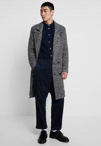 boohoo MAN - TEXTURED SMART OVERCOAT - Manteau classique - grey - 1