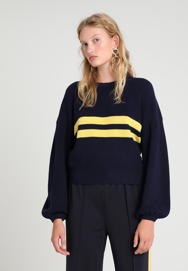 CELESTE - Strickpullover - blue/yellow