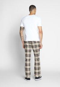 Brooklyn Supply Co. - CHECK SLIM TROUSER - Kalhoty - brown - 2