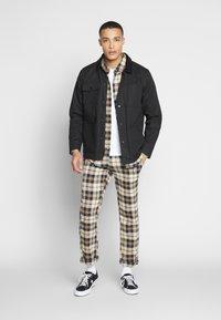 Brooklyn Supply Co. - CHECK SLIM TROUSER - Kalhoty - brown - 1