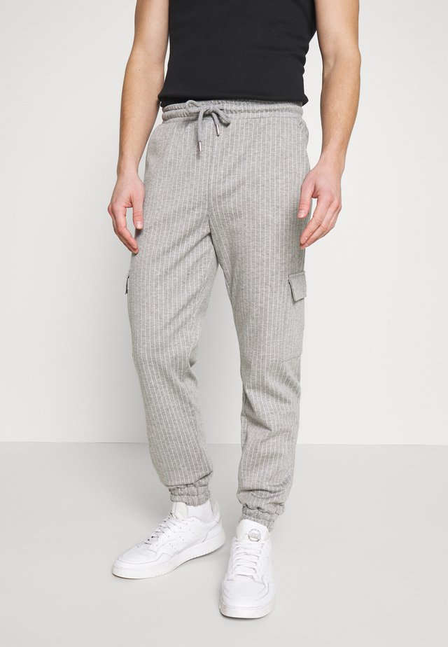 PINSTRIPE CARGO - Pantalon de survêtement - grey