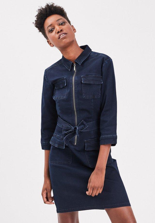 MIT REISSVERSCHLUSS - Robe en jean - raw denim