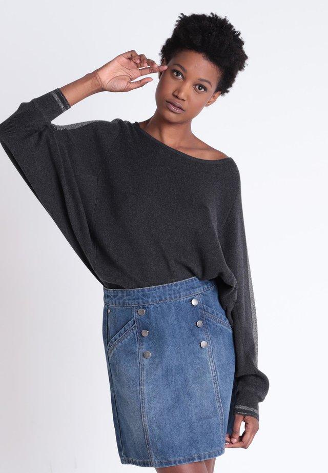 MIT RUNDHALSAUSCHNITT - Pullover - dark grey
