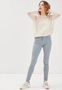 BONOBO Jeans - MIT LOCHMUSTER - Jersey de punto - ecru - 1