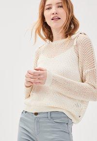BONOBO Jeans - MIT LOCHMUSTER - Jersey de punto - ecru - 3