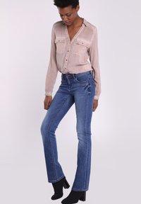 BONOBO Jeans - INSTINCT - Jeans Bootcut - denim stone - 3
