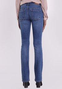 BONOBO Jeans - INSTINCT - Jeans Bootcut - denim stone - 2