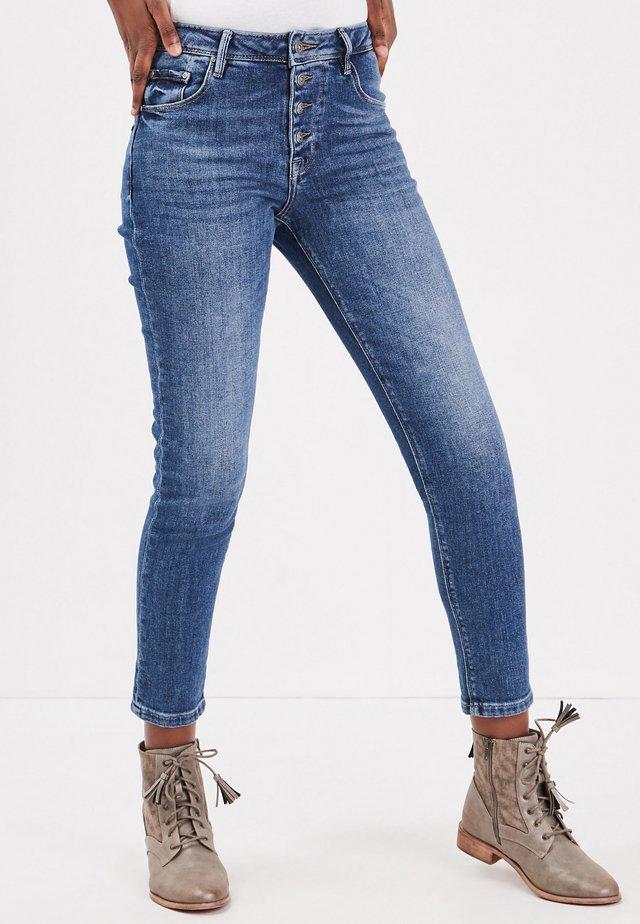 MIT KNÖPFEN - Jeans Slim Fit - stone blue denim
