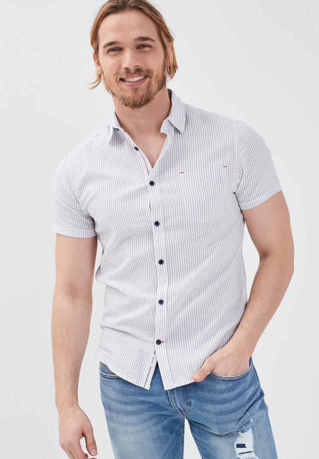 MIT KURZEN ÄRMELN - Hemd - white