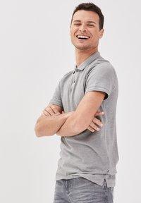 BONOBO Jeans - Poloshirt - gris foncé - 3