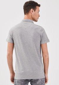 BONOBO Jeans - Poloshirt - gris foncé - 2