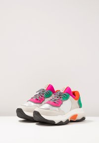 Bronx - BAISLEY - Sneaker low - offwhite/silver/fuchsia - 4