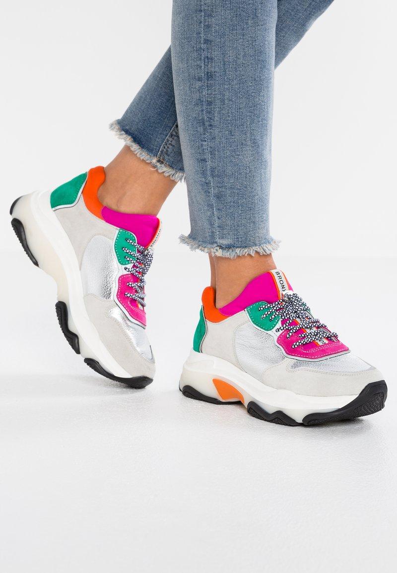 Bronx - BAISLEY - Sneaker low - offwhite/silver/fuchsia