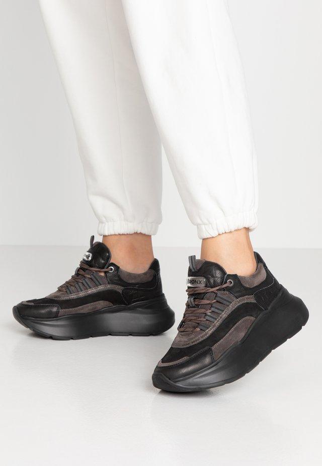 GRAYSON - Matalavartiset tennarit - black/dark grey