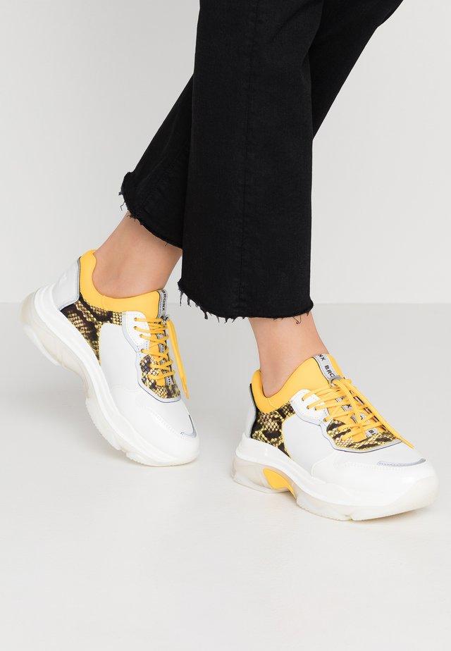 BAISLEY - Trainers - white/yellow