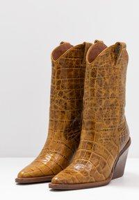 Bronx - NEW KOLE  - High heeled boots - mustard - 4
