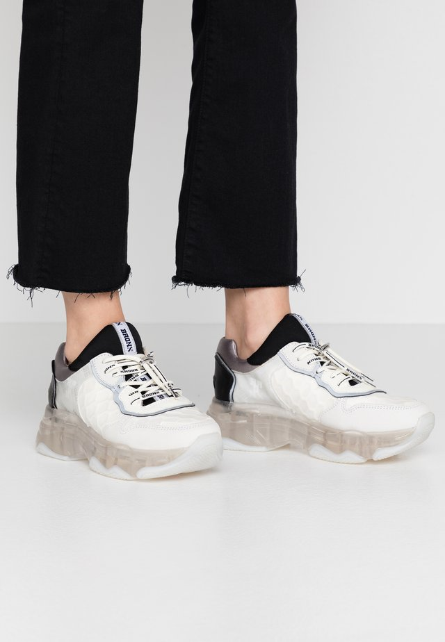 BAISLEY - Sneaker low - offwhite/silver/black