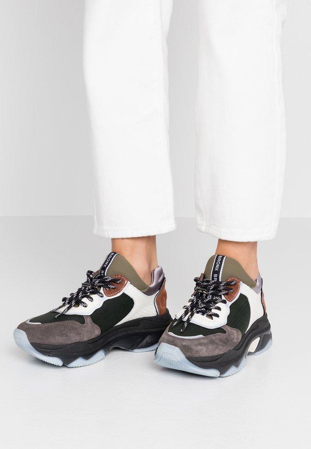 BAISLEY - Sneaker low - dark grey/khaki/offwhite