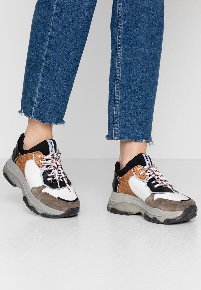 BAISLEY - Sneaker low - dark grey/white/black/orange