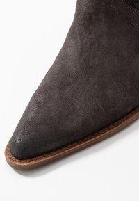 Bronx - NEW KOLE - Boots med høye hæler - asphalt - 2