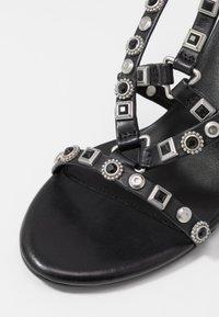 Bronx - MEAVE STAR - Sandály na vysokém podpatku - black/silver - 2